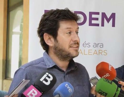 Alberto Jarabo, atendiendo a los medios.