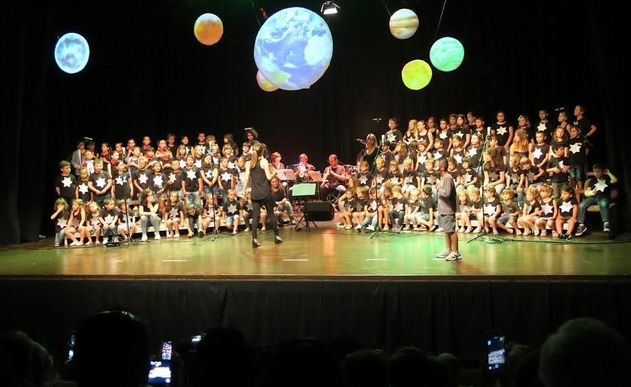 Momento de la cantata de la Escola de Música.