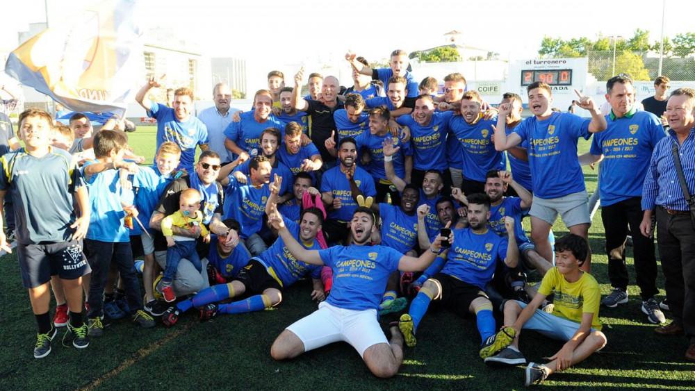 Foto de la celebración de la victoria y el título (Fotos: Tolo Mercadal)