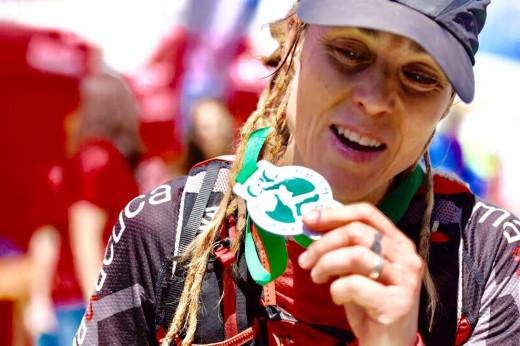 Gemma Avellí, posando con la medalla (Foto: Marta Bacardit)