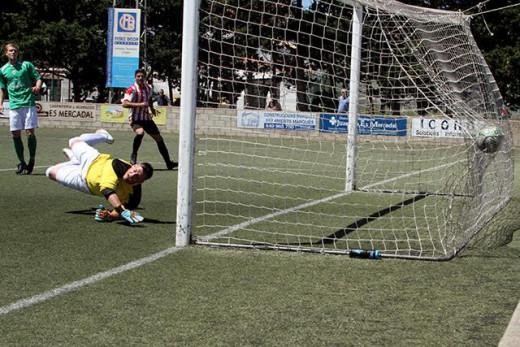 Imagen del gol de Raúl Marqués ante el Son Cladera (Foto: deportesmenorca.com)