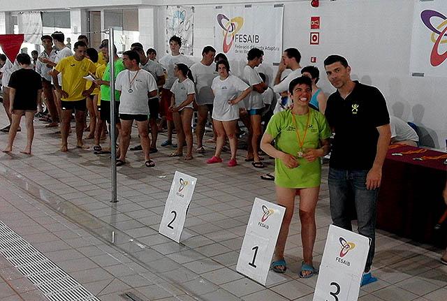 Mercadal, posando con su medalla (Fotos. deportesmenorca.com)