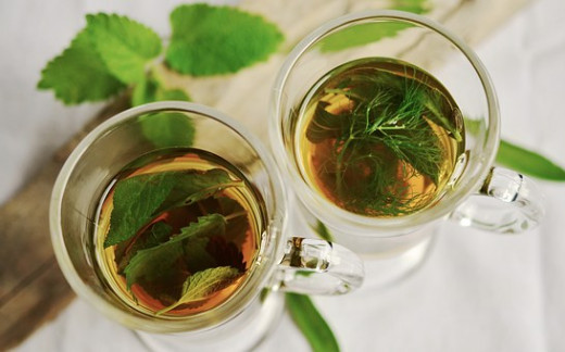 Una simple infusión de la planta adecuada puede ser el mejor remedio según el caso