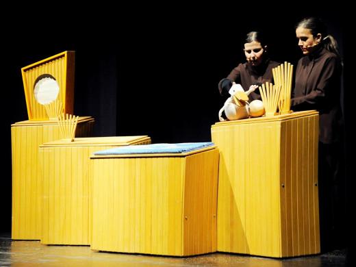 (Fotos) un espectacular pasacalles inaugura el festival de teatro infantil
