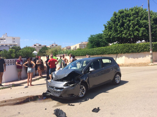 (Fotos) Espectacular accidente de coche en Ciutadella