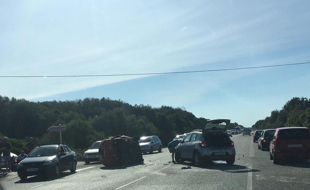 En la imagen se pueden observar los dos vehículos accidentados en Talatí. (Foto: Karlos Hurtado)