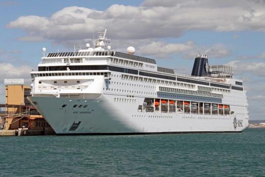 Crucero en el puerto de Maó.
