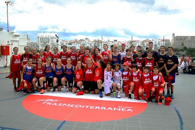 Foto de familia de los integrantes de Menorca.