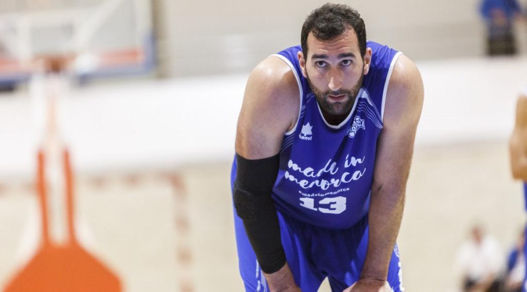 Orfila, en un partido de la pasada temporada (Foto: Bàsquet Menorca)