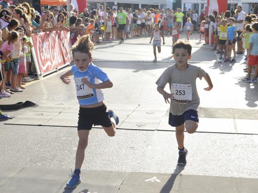(Galería de fotos) Maria Pallicer y Rafel Quintana vuelan en Fornells