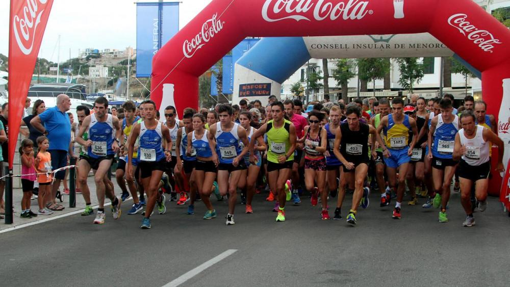 Momento de la salida de la carrera absoluta (Fotos. deportesmenorca.com)