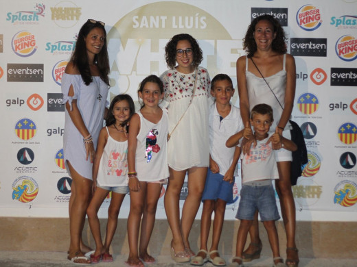 (Galería de fotos) Sant Lluís vive su noche más blanca