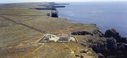 Far de Punta Nati destacado en el artículo
