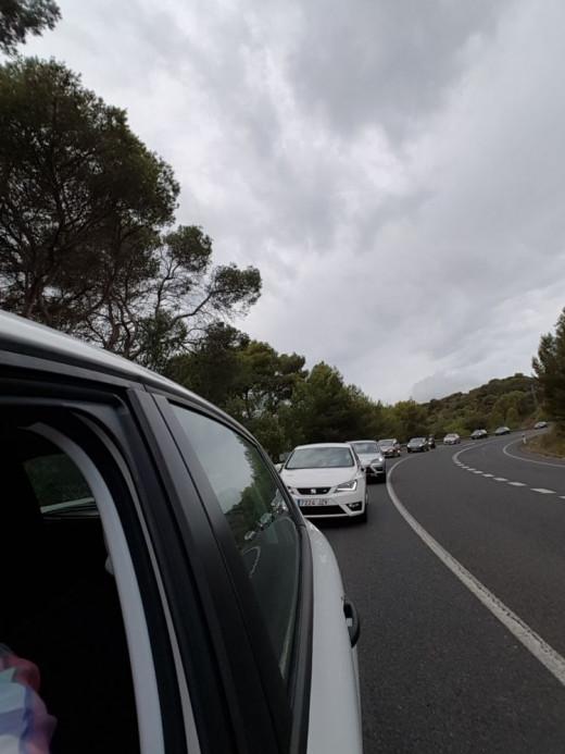 Imagen de tráfico lento entre Ferreries y Es Mercadal.