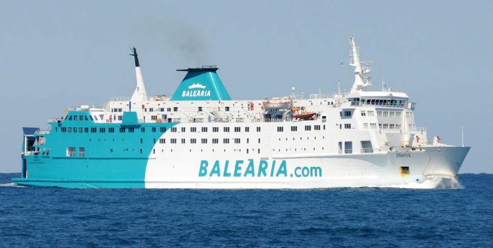 Imagen de un buque de Baleària