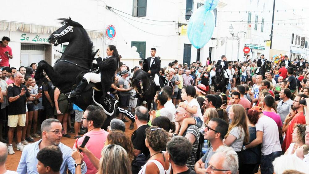 Imagen del primer jaleo de las fiestas (Fotos: Tolo Mercadal)