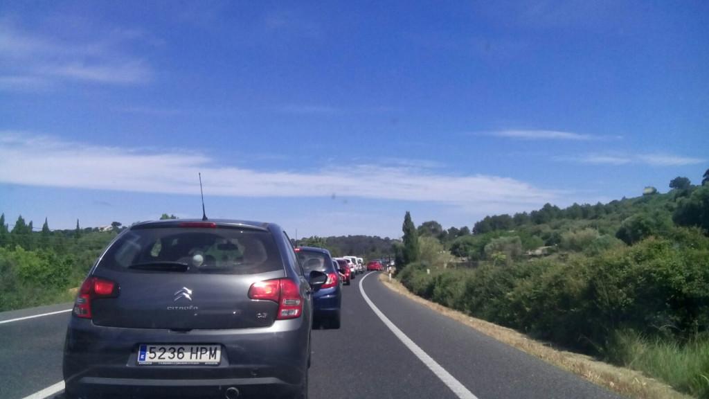 Los atascos o tráfico lento es algo habitual en verano