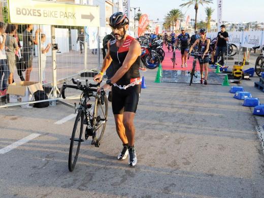 (Fotos) Culto al triatlón en Fornells