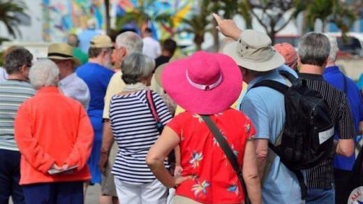 Más de la mitad de los menorquines encuestados no cree que el turismo traiga bienestar.
