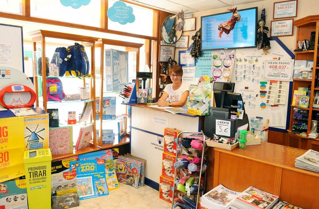 Interior de la Llibreria Sant Lluís que ha repartido el premio (Fotos: Tolo Mercadal)