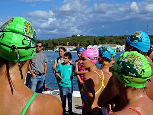 (Vídeo y galería de fotos) Joshua Torres y Tita Llorens reinan en la travesía del puerto de Maó