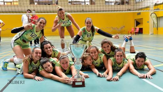 Las jugadoras, celebrando el Ciutat de Palma.