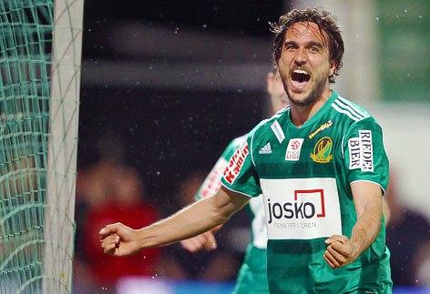 Martí celebra un gol con el Ried.