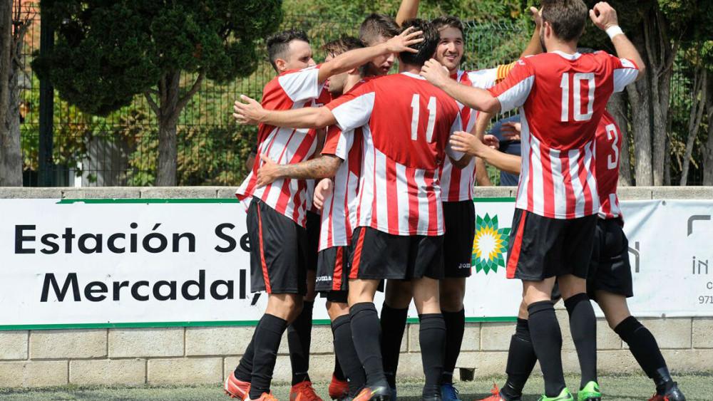 Piña tras el gol de Raúl Marqués (Fotos: Tolo Mercadal)