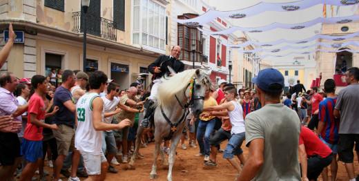 """Imagen de un """"jaleo"""" de las fiestas de Gràcia."""