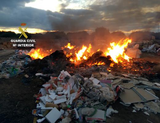 La Guardia Civil denuncia a una constructora de Ciutadella por quemar residuos