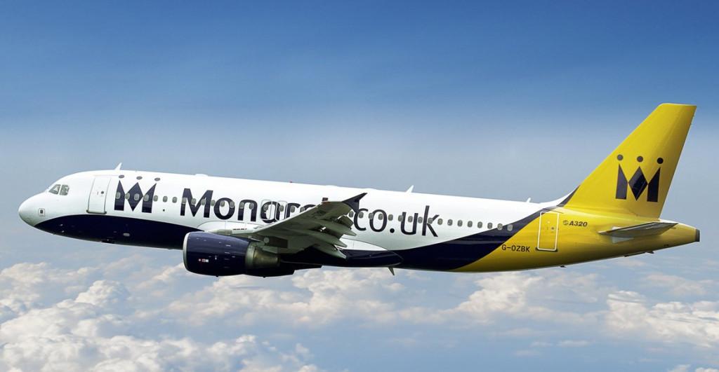 Avión de Monarch en pleno vuelo.