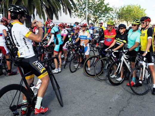 Ciclistas antes de la salida en una pasada edición (Foto: Tolo Mercadal)