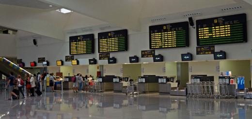 Terminal de salidas del aeropuerto (Foto: Ferrán Herrera)