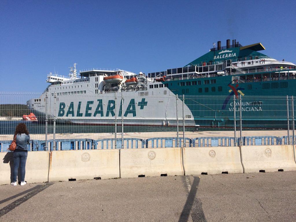 Entrada a puerto del barco de Baleària (Foto: Tolo Mercadal)