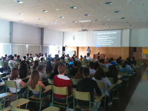 (Fotos) El IES Pasqual Calbó informa a sus alumnos sobre las becas Erasmus+