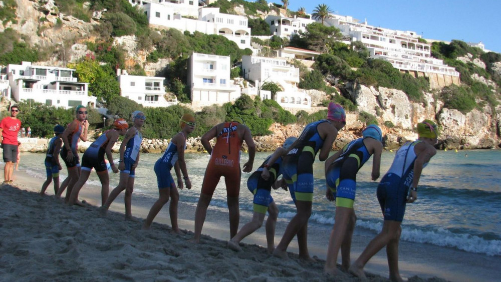 Salida de la natación en una de las categorías (Fotos: Lô Esport)