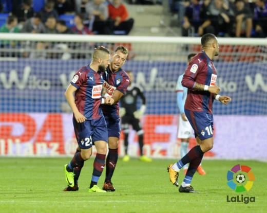 Enrich, celebrando el gol.