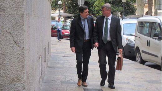 Jaume Matas, junto a su abogado.