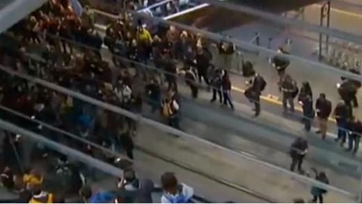 Manifestantes en las vías del AVE.