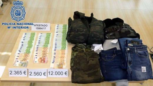 Material robado a la mujer y requisado por los agentes.