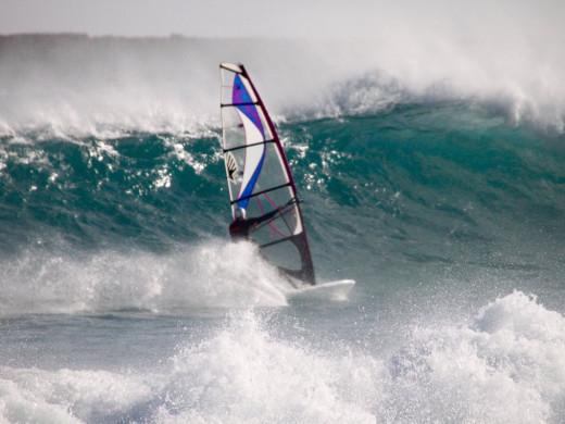 (Fotos) La cara amable del temporal: surf y windsurf en Punta Prima