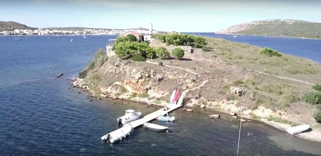 Imagen aérea de Menorca en un extracto del vídeo.