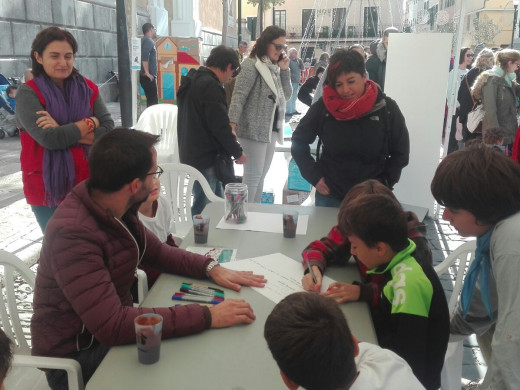 (Fotos) Los niños se adueñan de las calles de Maó
