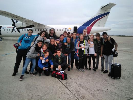 Integrantes del Menorca Rugby en el aeropuerto.