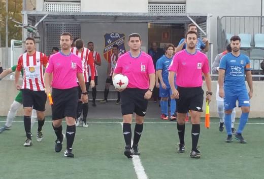 Jugadores saltando al terreno de juego (Foto: José Luis Rendón - futbolbalear.es)