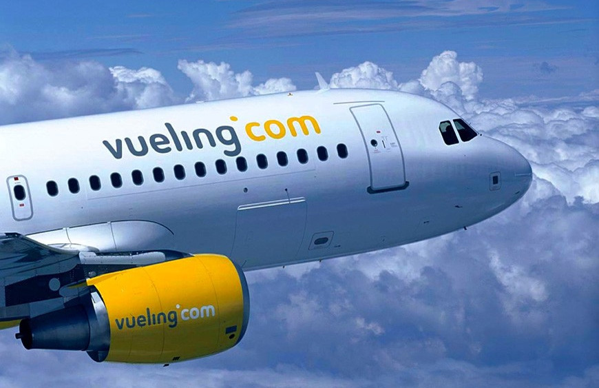 Denunciarán a Vueling ante la Comisión Europea por expulsar a dos personas de un vuelo por hablar en catalán.