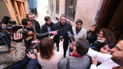 Imagen a las puertas de la sede del PSIB después de la reunión de esta mañana.