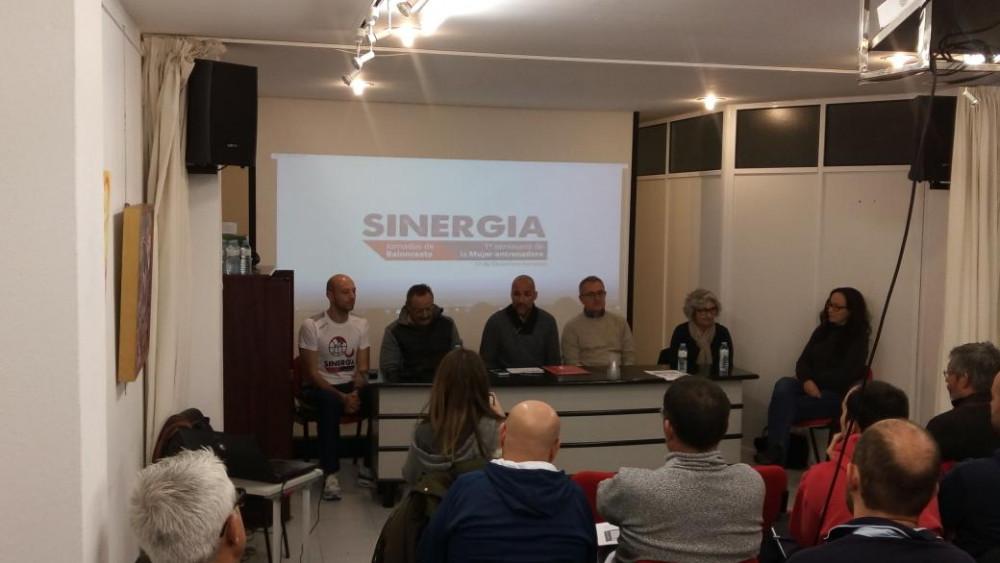 Momento de la ponencia (Fotos: CB Ferreries y CCE Sant Lluís)
