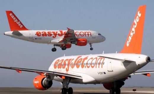 Dos aviones de Easy Jet.