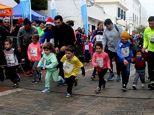 (Galería de fotos) Menorca se calza las zapatillas para despedir el 2017